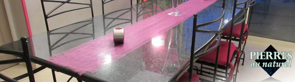 Quoi de plus chic que les reflets d'une table en pierre naturelle polie ?
